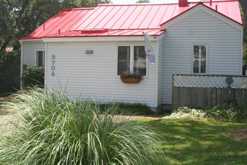 Charming Flamingo Cottage! - North End!  Charming Flamingo Cottage - Virginia Beach - rentals