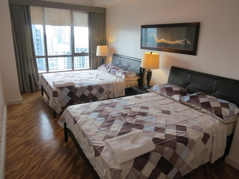 Large bedroom with 2 x double beds - now with curtains & blinds for black out! - Rockwell, Joya 39th Floor 1 bed with 2 Double Beds - Makati - rentals