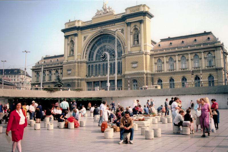 railway station Keleti 5 min. from the apartment , metro line 2 - Central Studio near  Keleti railway  station and M - Budapest - rentals