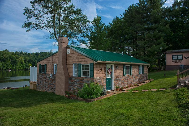 """Side view of house with lake in background - Eagle View Lake House Hocking Hills, Ohio """"Luxury"""" - Logan - rentals"""