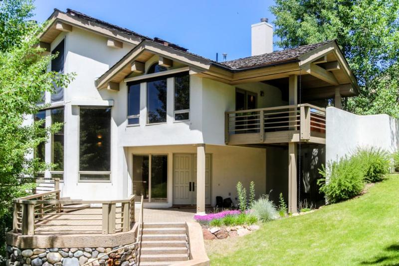 Lovely home with mountain views, private hot tub, close ski access, deck! - Image 1 - Sun Valley - rentals