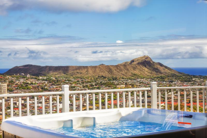 View from Balcony - OVH -SPLENDOR ON THE RIDGE W/ VOLCANO&OCEAN VIEW - Honolulu - rentals