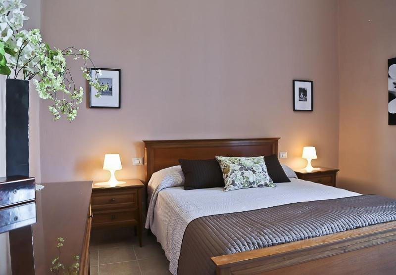 Menotti | Spacious 3 Bedroom Apartment in Lovely Residential Area - Image 1 - Florence - rentals