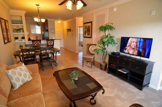 Bella Piazza Resort Condo with 2 Bedrooms & 2 Bath . 907CP-923 - Image 1 - Orlando - rentals