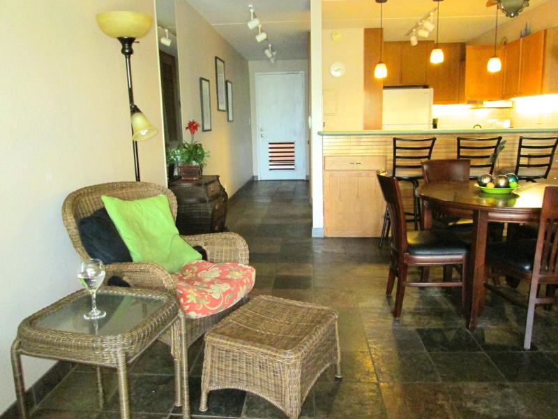 Living room/Entry - Beautiful property, pool, beaches, first floor - Kihei - rentals