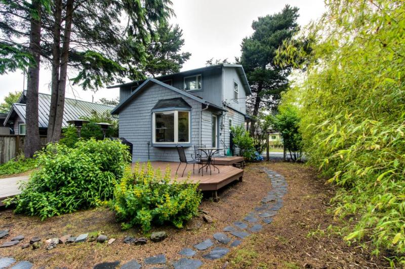 Dog-friendly home w/private hot tub - walk to beach! - Image 1 - Cannon Beach - rentals