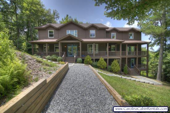 5BR, Beautiful Home with Spectacular Mountain Views! Contemporary Decor - Image 1 - Boone - rentals