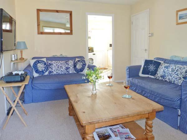 THE SAND DUNES, close to beach, off road parking, pebble garden, in Camber, Ref 914281 - Image 1 - Camber - rentals