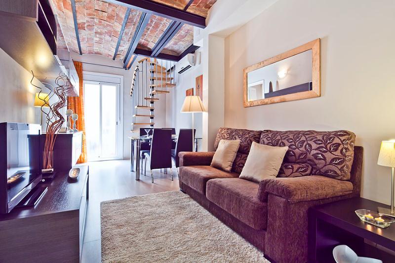 Beautiful 1 Bedroom Penthouse in Gracia - Image 1 - Barcelona - rentals