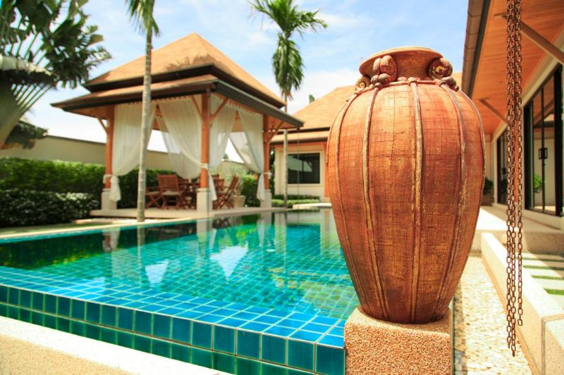 Sala & Pool - VILLA OASIS 3 BEDROOM LARGE POOL - GREAT LOCATION CLOSE TO RESTAURANTS NAI HARN - Nai Harn - rentals