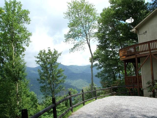 Welcome to Falcon Ridge! Mountain views from the second you arrive. - FALCON RIDGE -Great Views, Hot Tub, Fire Pl, Clean - Maggie Valley - rentals