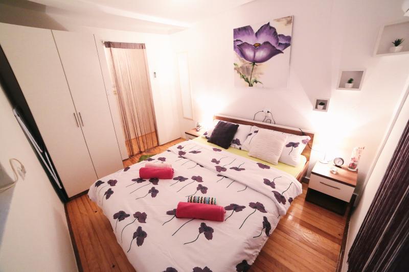 Spacious bedroom suitable for two - DIOCLETAN'S PURPLE PALACE APP - Split - rentals