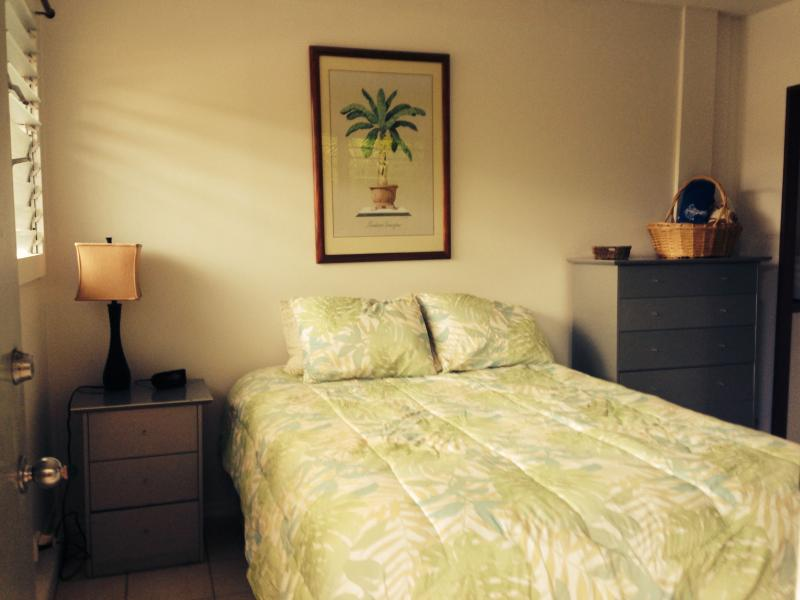 "Queen size bed - The quaint Kailua-Kalama ""Cottage"" - Kailua - rentals"