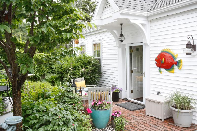 Garden-level entrance to Chestnut Sweet - Romantic Hideaway, Steps from the Sea - Marblehead - rentals