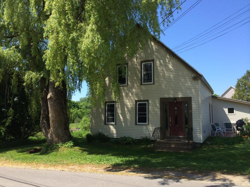 1800's New England Home walking distance to town - Image 1 - Thomaston - rentals