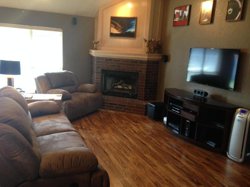 Great entertainment area with flat screen, xbox1, ps4, surround sound, and recliners - Luxury of a Hotel with the Convenience of a Home - Edmond - rentals