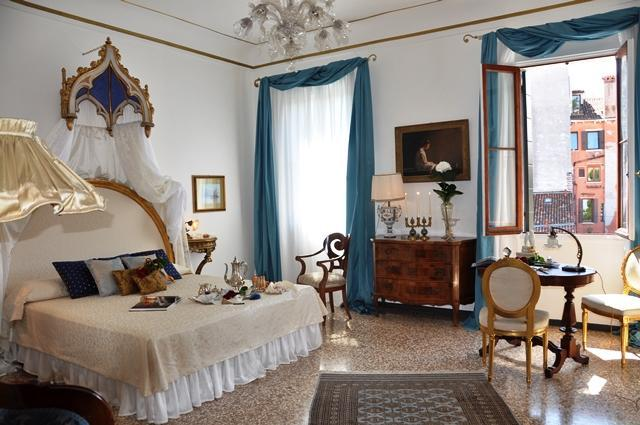 Live like Royalty: WIFI, AC, & Canal Views - Image 1 - Venice - rentals