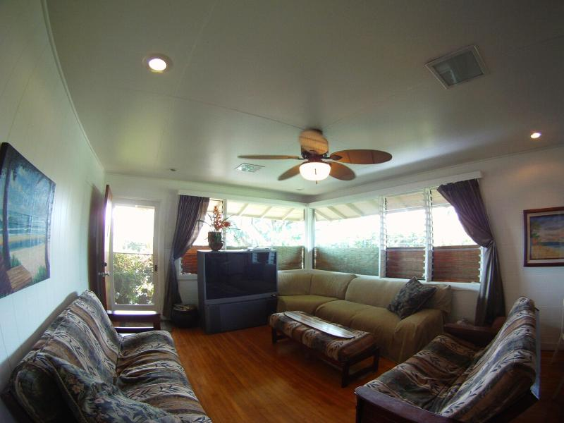 Great Cottage - Walk to Waikiki Beach - Image 1 - Honolulu - rentals