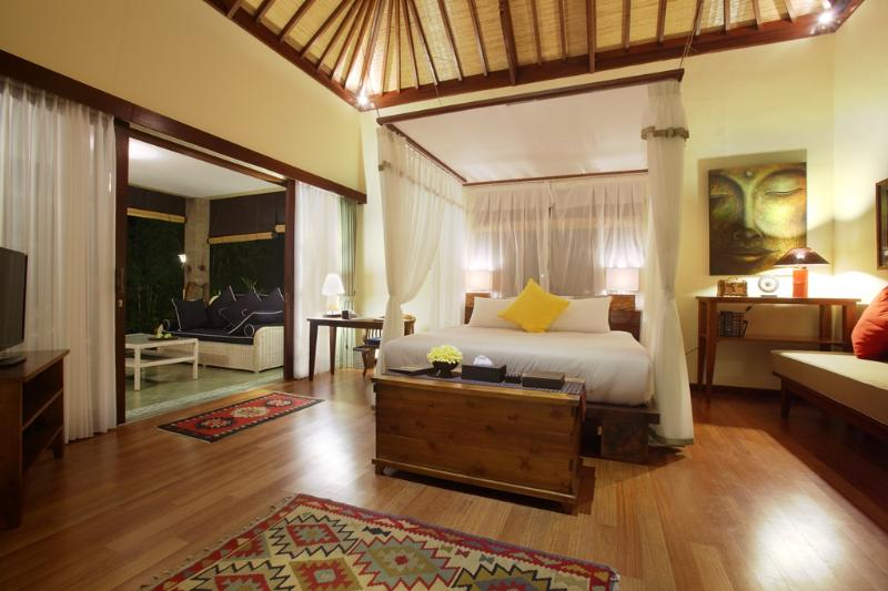 A night view of the Writer's Suite. The semi-outdoor porch on the left leads to the pool - A luxurious Writer's Suite in a large estate - Ubud - rentals