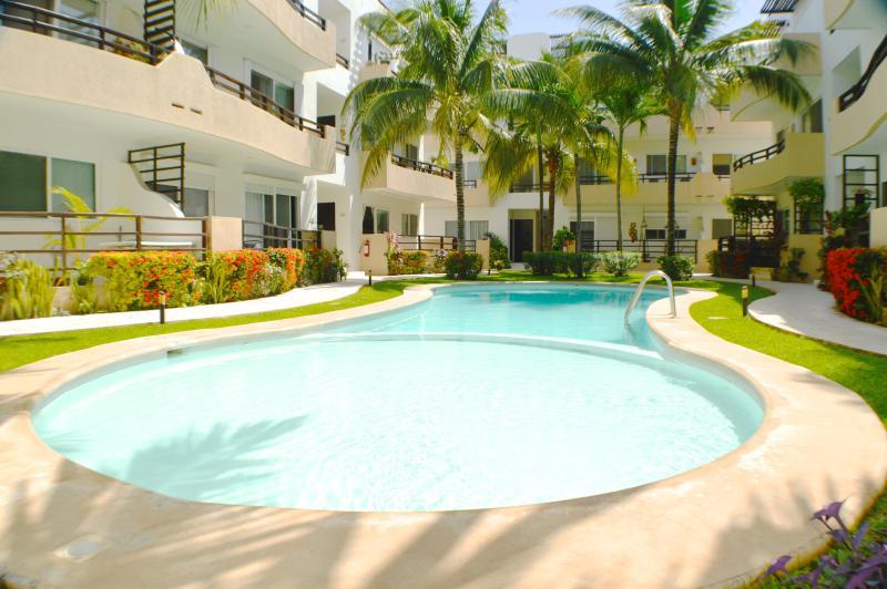 Walk to Beach & 5th, wi-fi, pool, great rates - Image 1 - Playa del Carmen - rentals