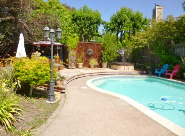 Backyard with private pool and spa - Sonoma Vacation Retreat W/Pool, Walk to Downtown! - Sonoma - rentals