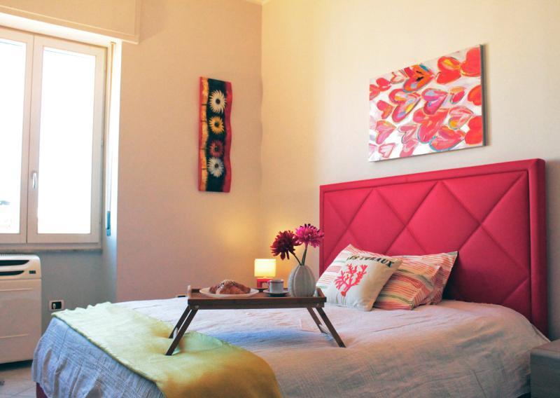 bedroom - In heart of the commercial center of Cagliari - Cagliari - rentals