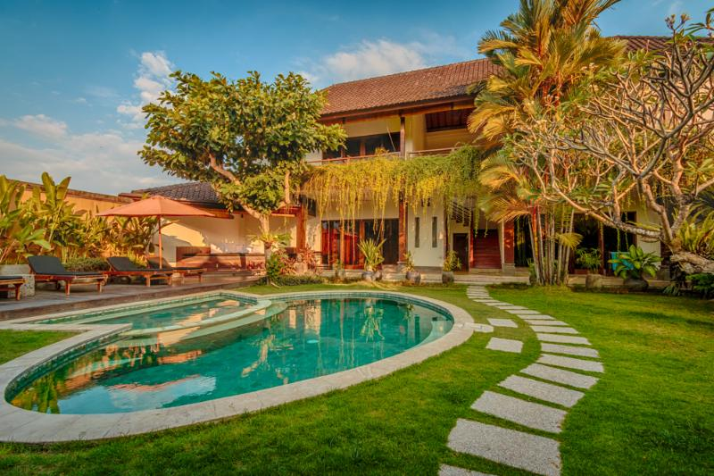 Pool and bedrooms - Huge 4 bedroom Luxury Villa in Umalas - Bali - rentals