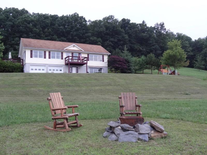 Front of the House! With Fire Pit - Hilltop Getaway!! Williamsport * Famous Little League World series - Linden - rentals
