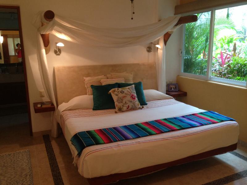 Master bedroom - Gorgeous first floor unit @ Los Mangos - Zihuatanejo - rentals