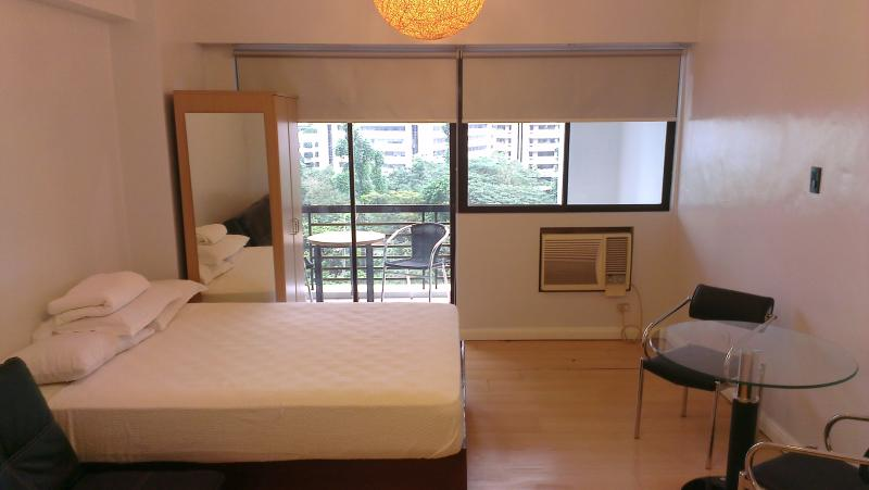 Cozy Studio w/ Balcony in the heart of Makati (A3) - Image 1 - Makati - rentals