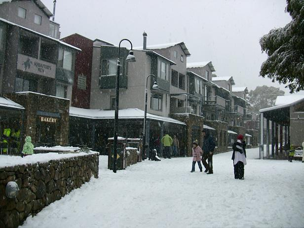 Squatters Run overlooks village square - Thredbo Squatters Run Apartments - Thredbo Village - rentals