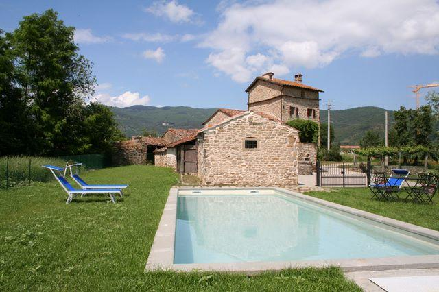 Pool and view to house - 3 bedroom farmhouse in Tuscany (BFY13467) - Cortona - rentals