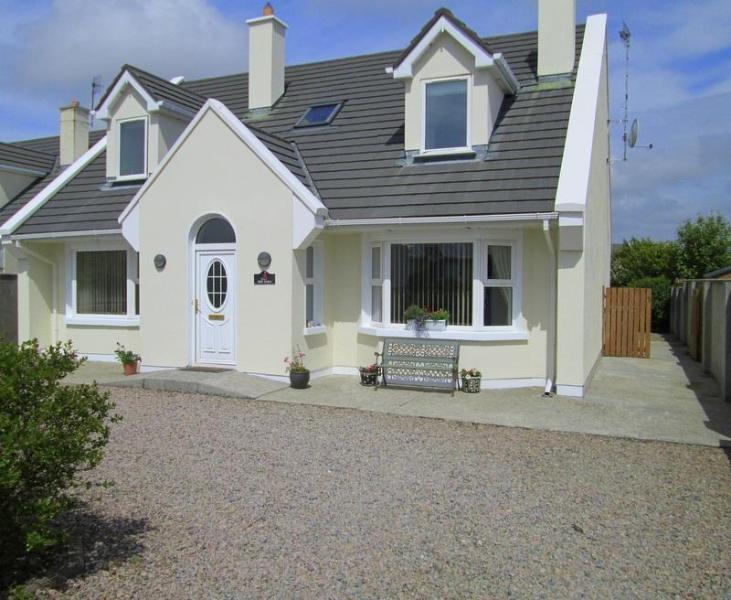 'Red Sails' - Spacious House  in  Connemara  Seaside Village - Carna - rentals