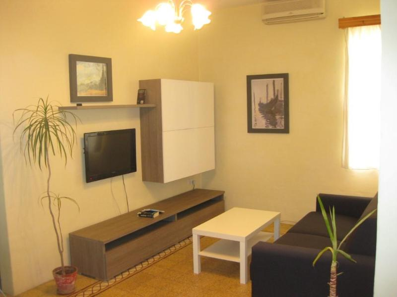 Air-conditioned Living room - Centrally located in the heart of Sliema. - Sliema - rentals