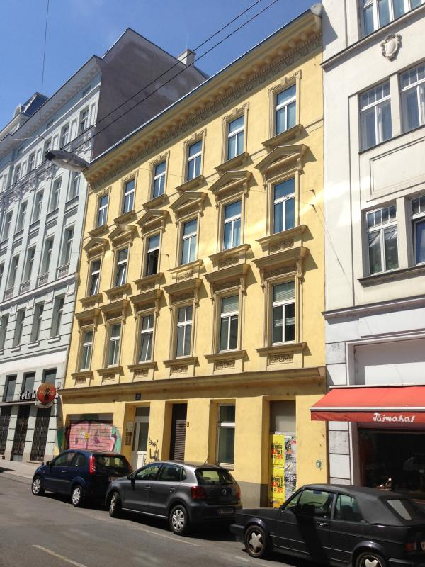 building viewing from the street - Apartment NEUSTIFTGASSE 56 - Vienna - rentals