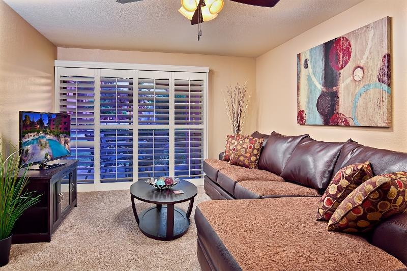Spacious Living Room with HD TV, BlueRay, Cable, WiFi, Queen Sleeper Sofa! - 5 Pool Areas, Hot Tub, Prime Location, Upgraded! - Phoenix - rentals
