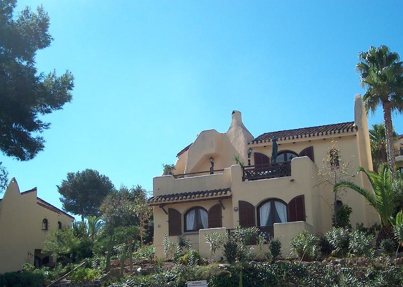 3 bed Detached Villa with stunning views - 3 bed Detached Villa  in 5*La Manga Club, Pool, Wi-Fi, 50%Golf discount. Sky TV - Cartagena - rentals