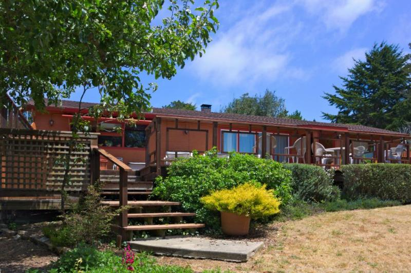 Home w/private hot tub; deck & ocean views; park access - Image 1 - Mendocino - rentals
