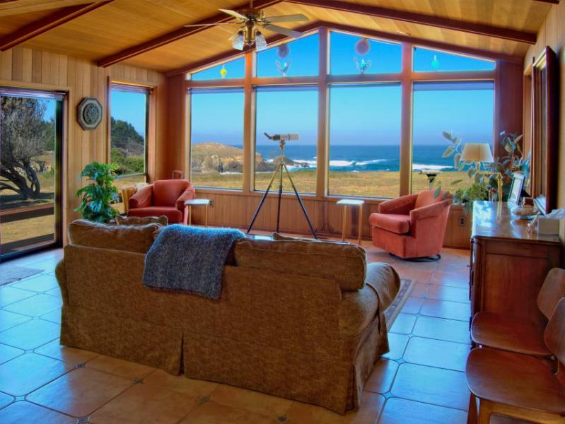 Oceanfront home w/ jetted tub; deck & wonderful views; walk to beach - Image 1 - Fort Bragg - rentals