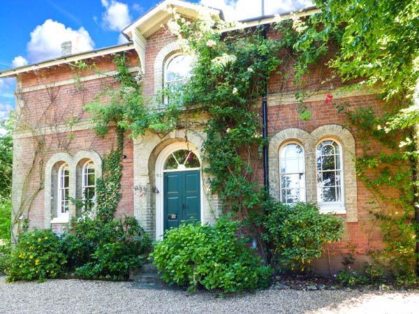 CROSSING GATES, woodburner, WiFi, four poster bed, character cottage near Harleston, Ref. 17850 - Image 1 - Harleston - rentals