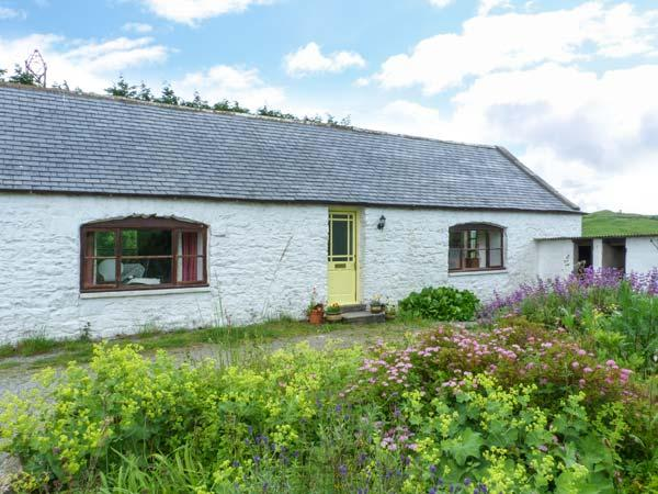 KETTLE KNOWE, all ground floor, open fire, WiFi, garden with furniture, great base for walking, Ref 904654 - Image 1 - Castle Douglas - rentals