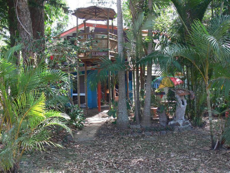 Lots of space inside and out for everyone - Coochiemudlo Island Family Beach House - Coochiemudlo Island - rentals
