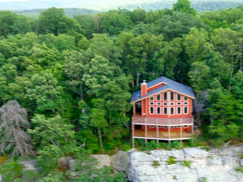 Western Bluff of Lookout Mountain - Stone Ledge Cabin, Lookout Mtn on the bluff, - Chattanooga - rentals
