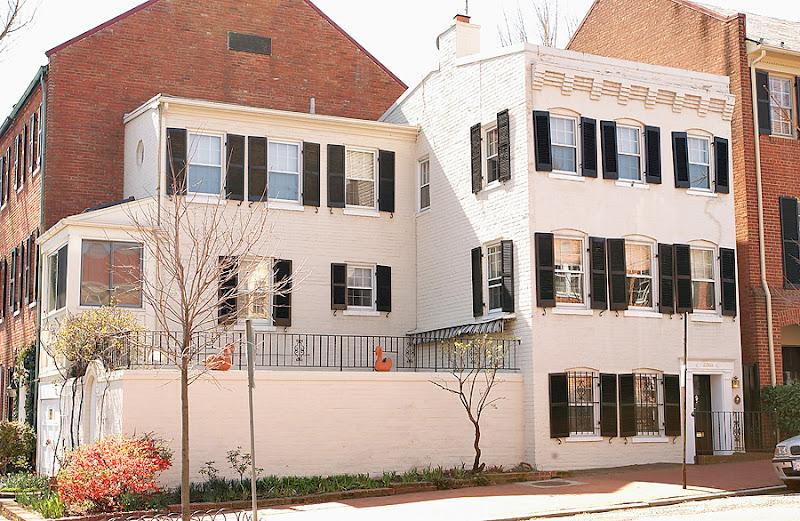 L shaped house with private walled patio - Historic Georgetown House- Walk to Metro & Sights - Washington DC - rentals