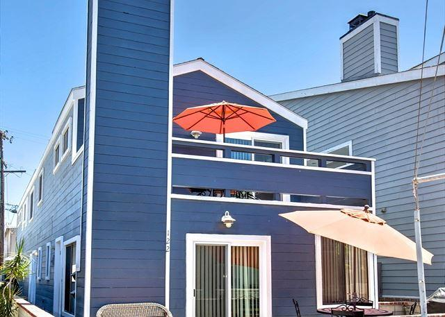 Oceanside Beach Lower Duplex 7 Houses from Sand! Huge Outdoor Patio! (68237) - Image 1 - Newport Beach - rentals