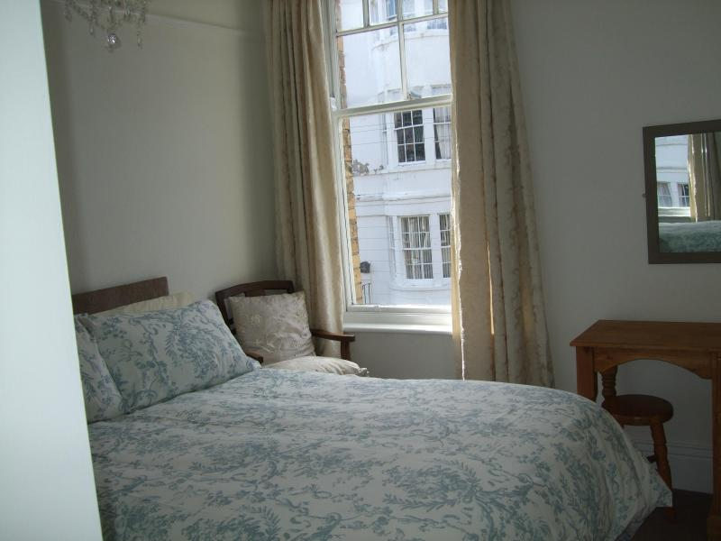Main Bedroom 1 - Woods Holiday Apartments - Rainbows End - Filey - rentals