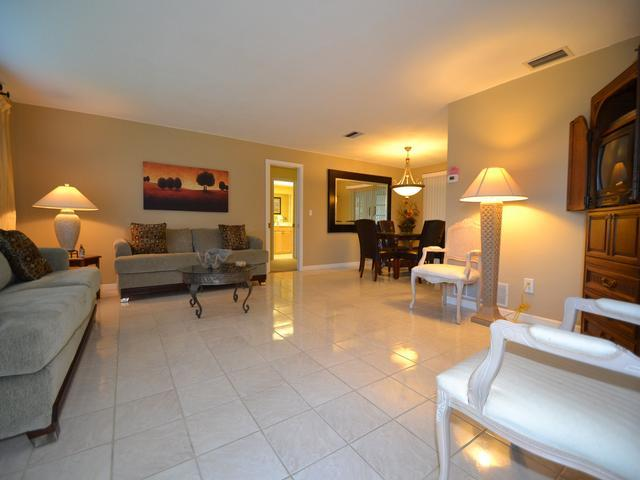 Beautiful living space - Bellaire Beach House Belleair Beach House, 2 Bedrooms, 2 Baths at almost 2000 square feet! - Belleair Beach - rentals