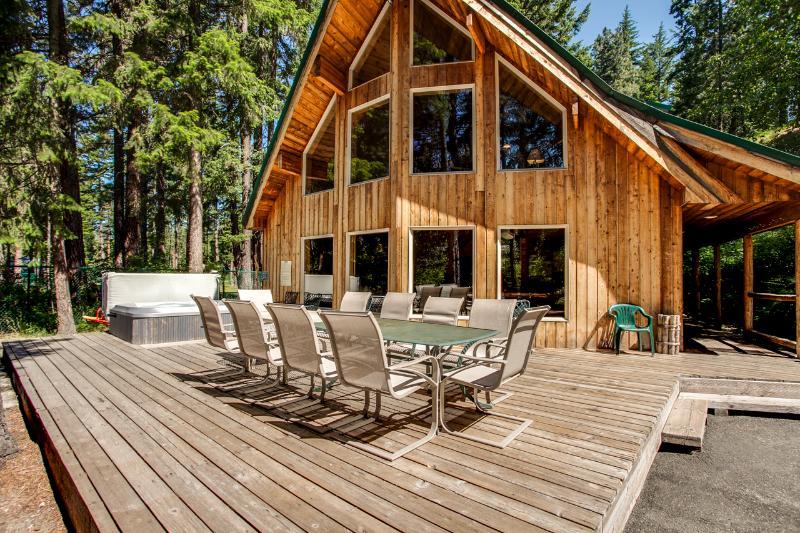 Jordan Lodge Riverfront Leavenworth - 6 Bedrooms - Image 1 - Leavenworth - rentals