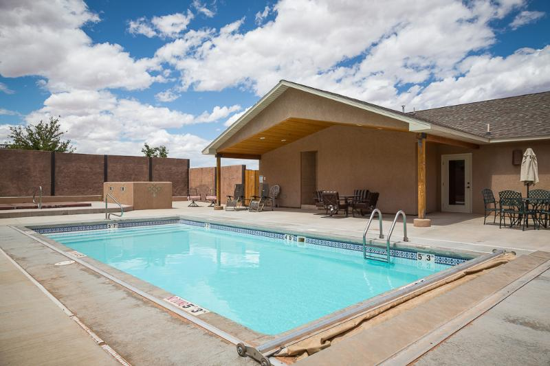 Outdoor Pool and Hot Tub - Classy, Comfortable and Clean. - Moab - rentals