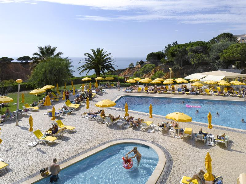 1 BEDROOM APARTMENT FOR 4 WITH SEA SIDE VIEW AND DIRECT ACCESS TO FALESIA BEACH, IN A 3-STAR RESORT - OLHOS D'AGUA - ALBUFEIRA - REF. FM141235 - Image 1 - Olhos de Agua - rentals